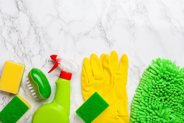 Reinigungsmittel haushaltschemikalien sprühbürste schwammhandschuh