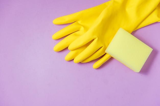 Reinigungsprodukte auf lila