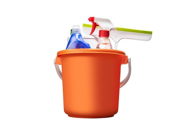 Reinigungswerkzeuge am eimer