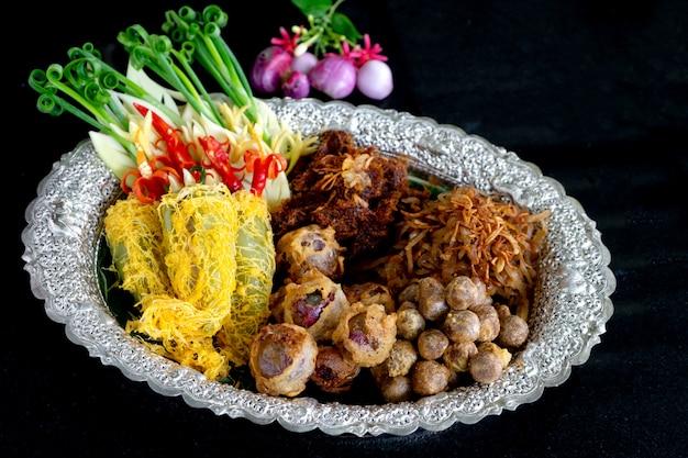 Reis im thailändischen lebensmittel der alten art des eiswassers