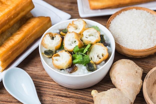 Reis konservierte chinesischen reisbrei des ei-mageren fleischbreis