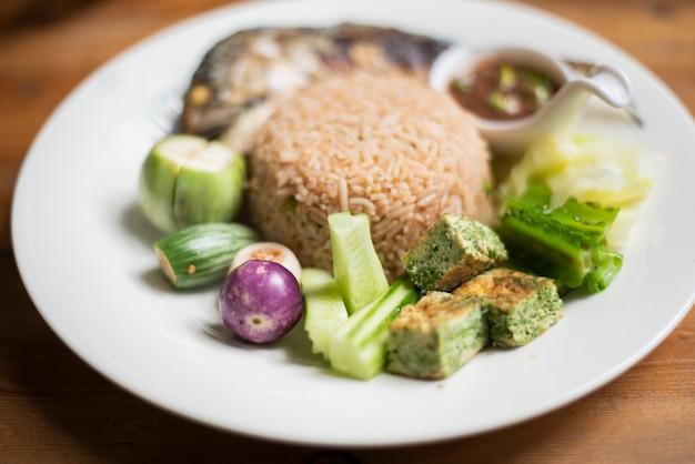 Reis mit chili paste, thailändisches essen