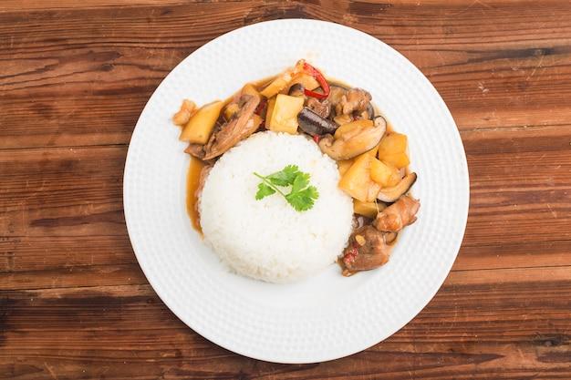 Reis mit pilzen und kartoffeln