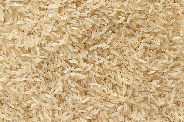 Reis wohlriechende basmati zerstreuten rohen hintergrund der draufsicht