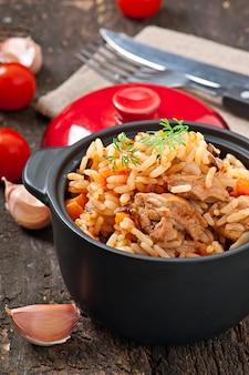 Reisbrei mit fleisch und gewürzen