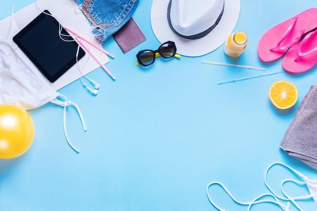 Reise-feiertags-konzept-verschiedene sommer-sachen