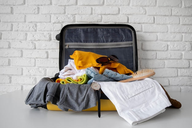 Reisekoffer und vorbereitungen packen