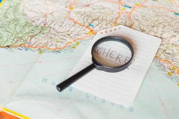 Reisekonzept mit kartenhintergrund