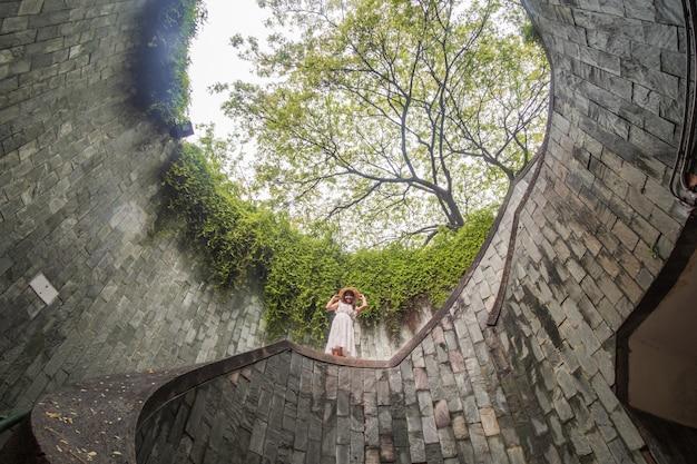 Reisen am fort canning park in singapur