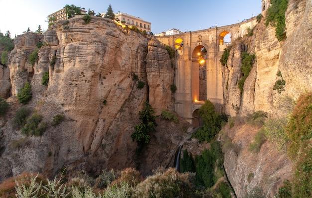 Reisen sie sightseeing in ronda, ronda cliff urlaub in spanien