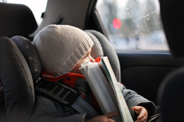 Reisen und transport mit dem familienauto