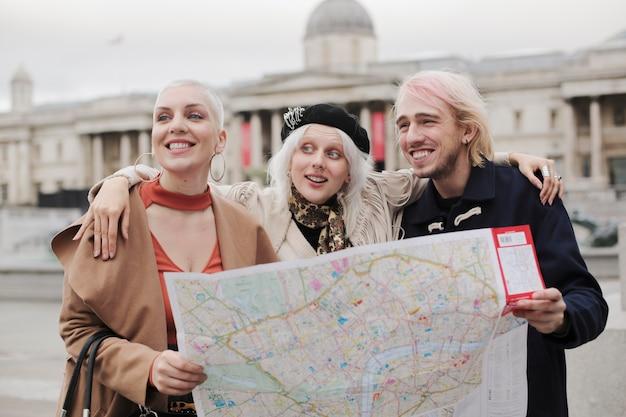 Reisende von london city mit herbststimmung