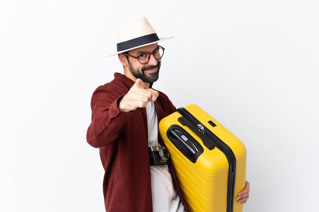 Reisender mann mit koffer