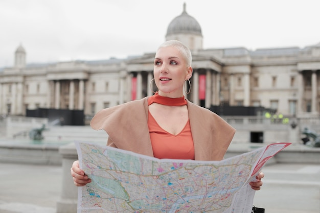 Reisender von london city mit herbststimmung