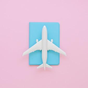 Reisepass mit flugzeug spielzeug