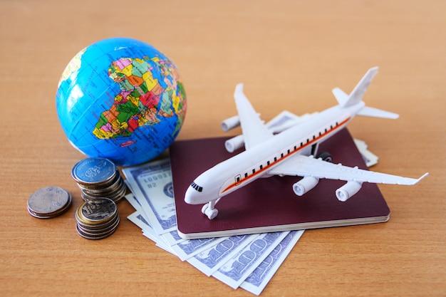 Reiseplan (flugzeugmodell und reisepass)