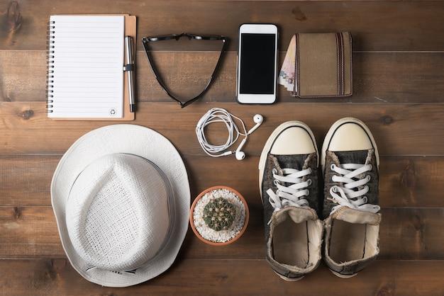 Reisevorbereitungen auf holztisch