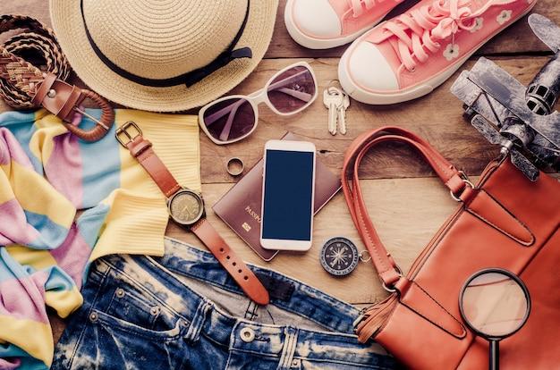 Reisezubehör kostüme, gepäck, die reisekosten für die reise vorbereitet