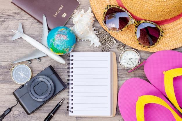 Reisezubehör kostüme. pässe, gepäck, die kosten für die reiseplanung