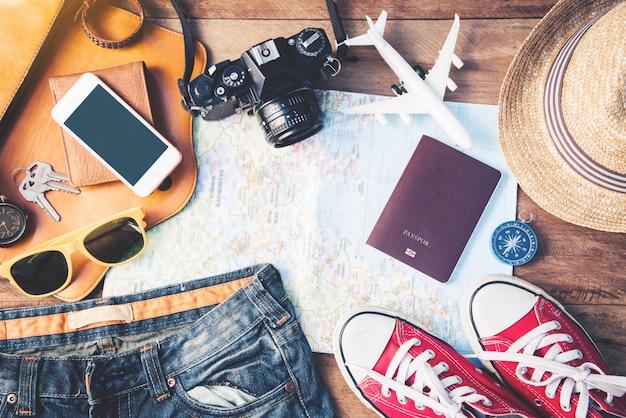 Reisezubehör kostüme. pässe, gepäck