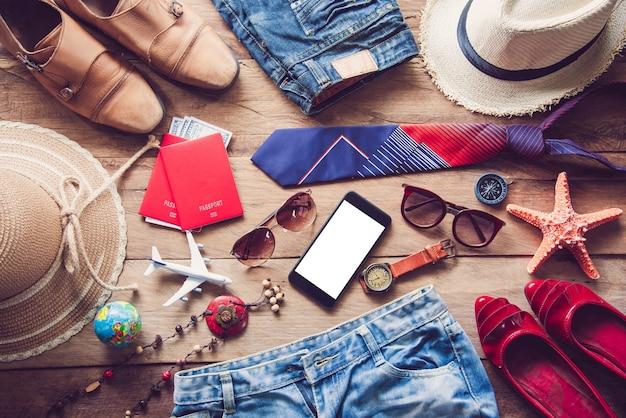 Reisezubehör kostüme. reisepässe, gepäck, die kosten für reisekarten, die für die reise vorbereitet wurden