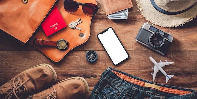 Reisezubehör kostüme. reisepässe, gepäck, kosten für reisekarten, die für die reise vorbereitet wurden