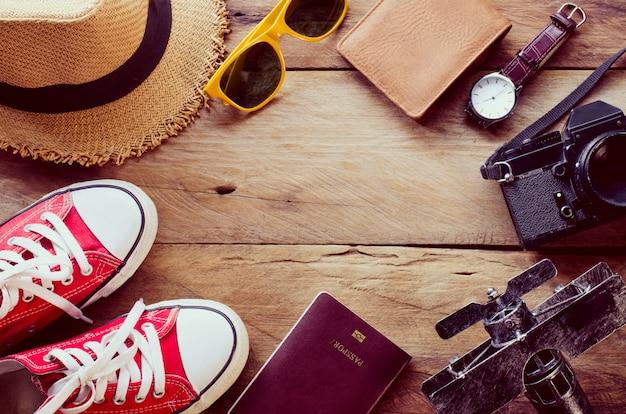 Reisezubehör kostüme. reisepässe, reisegepäck, reisekosten für die reise vorbereitet