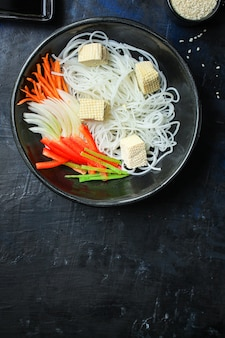 Reisnudeln pho suppe glasnudel asiatische fadennudeln