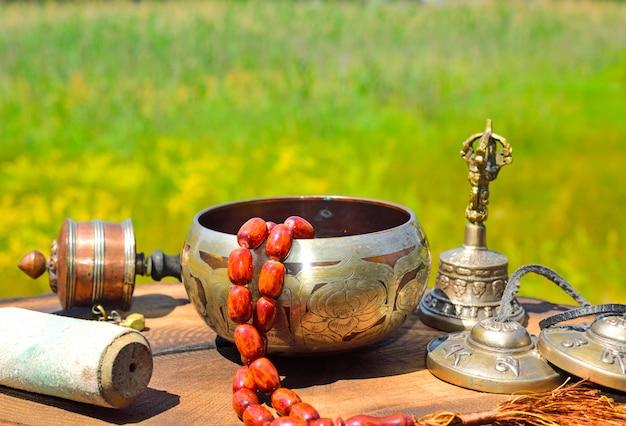 Religiöse asiatische fächer für alternativmedizin