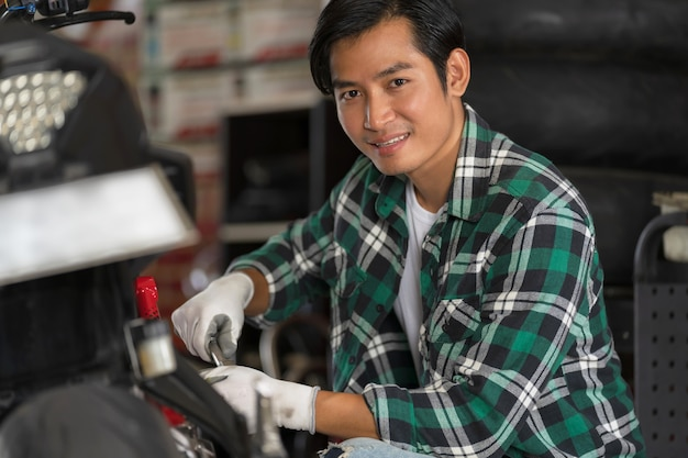 Reparatur und maßgeschneiderte motorräder