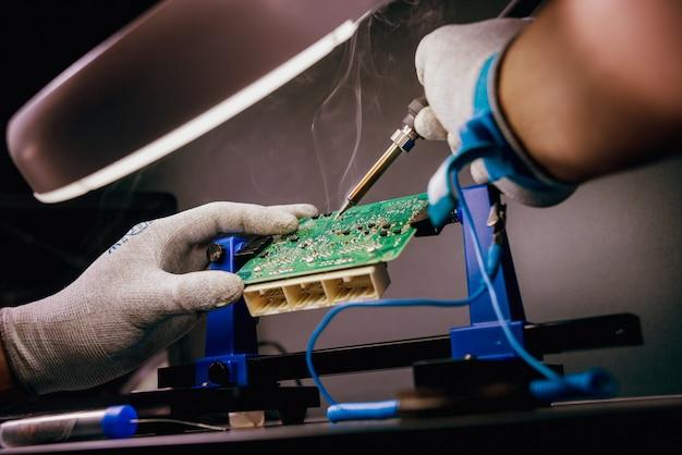 Reparatur von elektronischen geräten, löten und leiterplatten