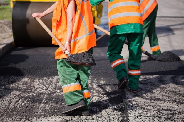 Reparatur von straßen, autobahnen und gehwegen