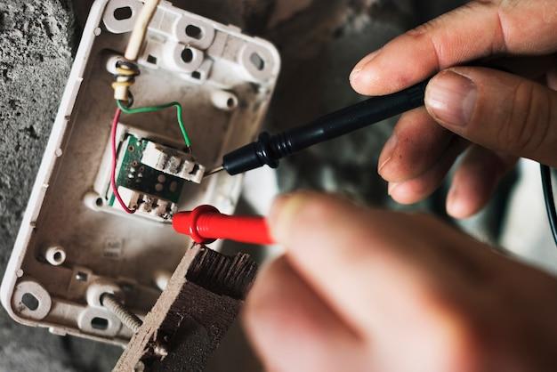 Reparaturhausinstallation des elektrikarbeitshauses