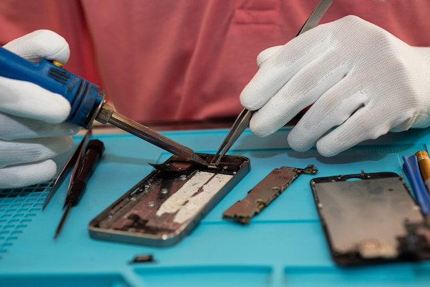 Reparieren sie mobiltelefone oder smartphones