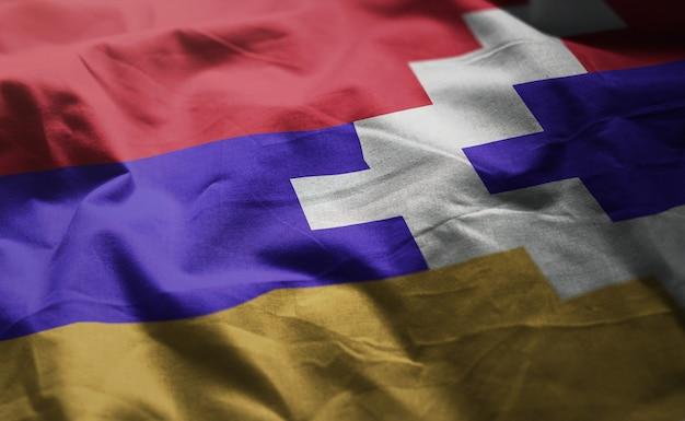 Republik-flagge von nagorno-karabakh zerknittert nah oben