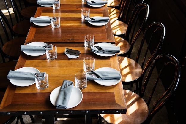 Reservierter tisch in einem restaurant