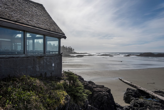 Restaurant am strand, pacific rim nationalparkreservat, tofino, vancouver island, british columb