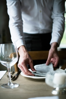 Restaurant personal setting table im restaurant für die rezeption