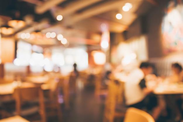 Restaurantcafé oder kaffeehausinnenraum mit dem abstrakten defokussierten unschärfehintergrund der leute