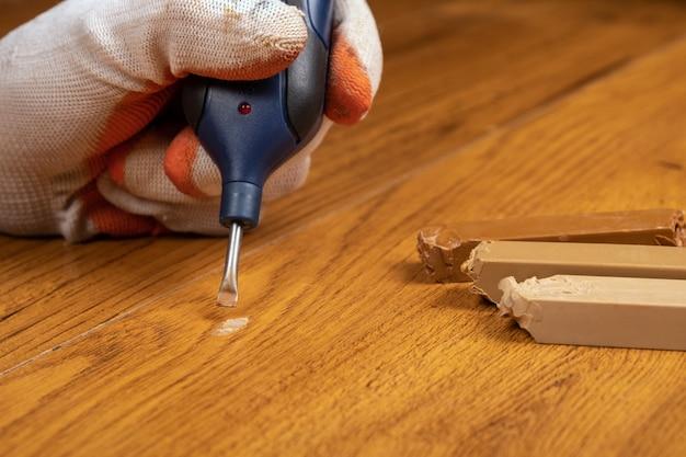 Restaurierung und reparatur von laminat und parkett mit wachs ...
