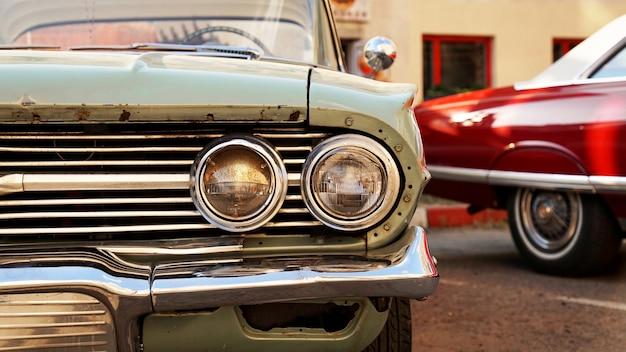 Retro-auto alte oldtimer-scheinwerfer nahaufnahme ausstellung von retro-autos