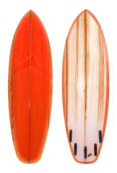 Retro- hölzernes shortboard-surfbrett lokalisiert auf weiß mit beschneidungspfad für gegenstand, weinlesearten.