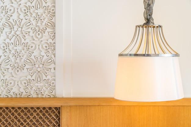 Retro-hotel schlafzimmer schatten zu hause
