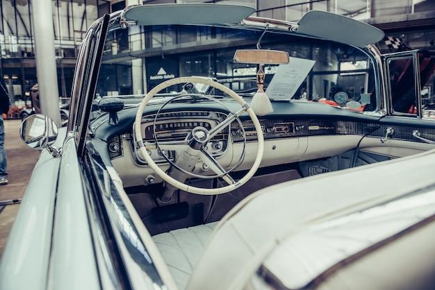 Retro innenraum des alten automobils