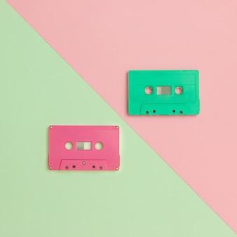 Retro kassetten auf pastellfarbhintergrund, minimale art