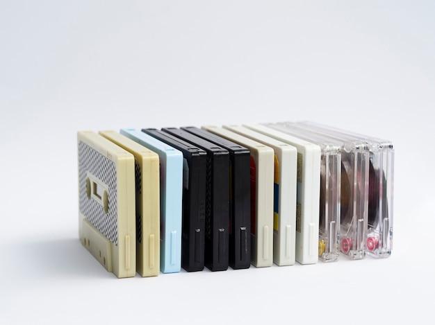 Retro kassetten in reihe stapeln
