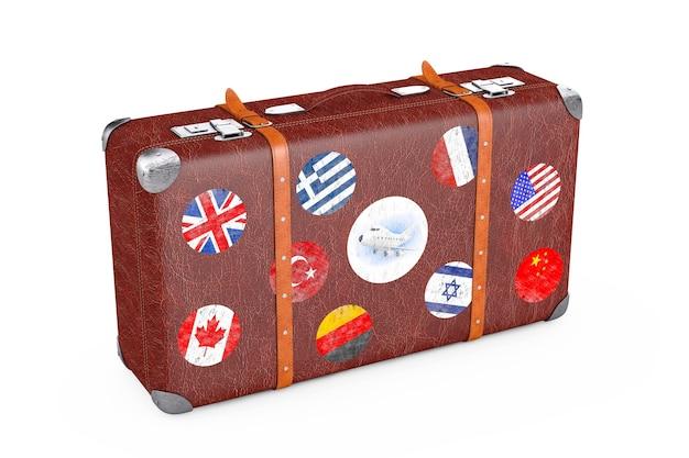 Retro leder braun fadenscheinigen koffer mit reiseaufklebern, metallecken und gürtel auf weißem hintergrund. 3d-rendering