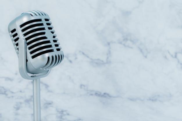 Retro mikrofon auf luxus