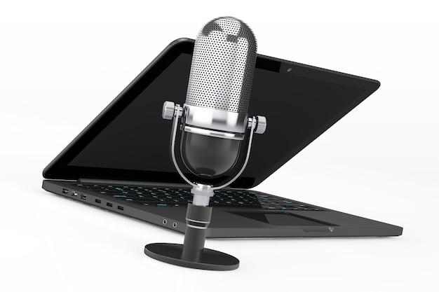 Retro-mikrofon mit laptop auf weißem hintergrund