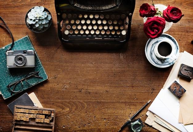 Retro schreibmaschinen-maschine im alten stil